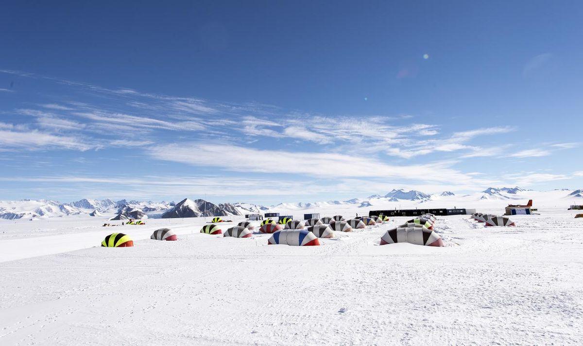 1200px-Antarctica_(11254517513).jpg